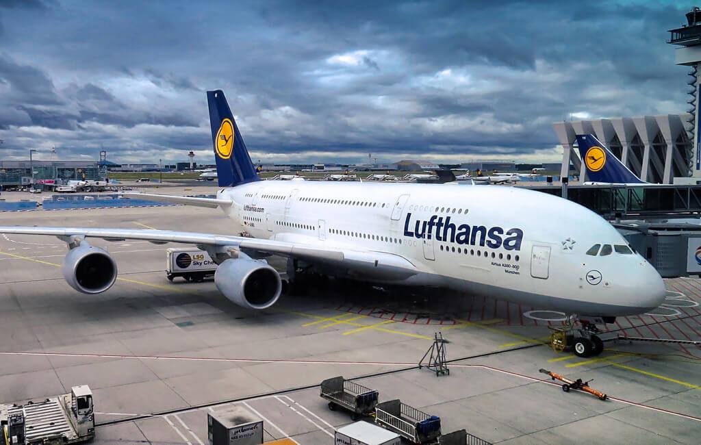 angedocktes Flugzeug Stockfoto der KWK GmbH