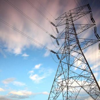 Stockfoto Strommast für Sicherheitskonzept Energieunternehmen