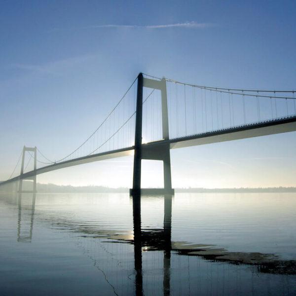 Stockfoto Brücke über Wasser